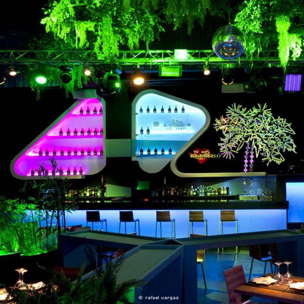 令人惊叹的Blub Lounge Club俱乐部植物墙
