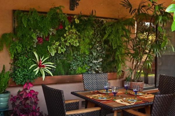 季节52酒吧植物墙  营造梦幻迷人的气氛